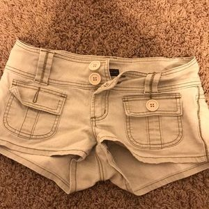 CUTE SHORTS WITH BUTTONS